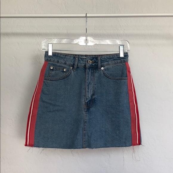 6694a71f97a ZARA | Denim Skirt w. Red Stripes & Raw Cut Hem